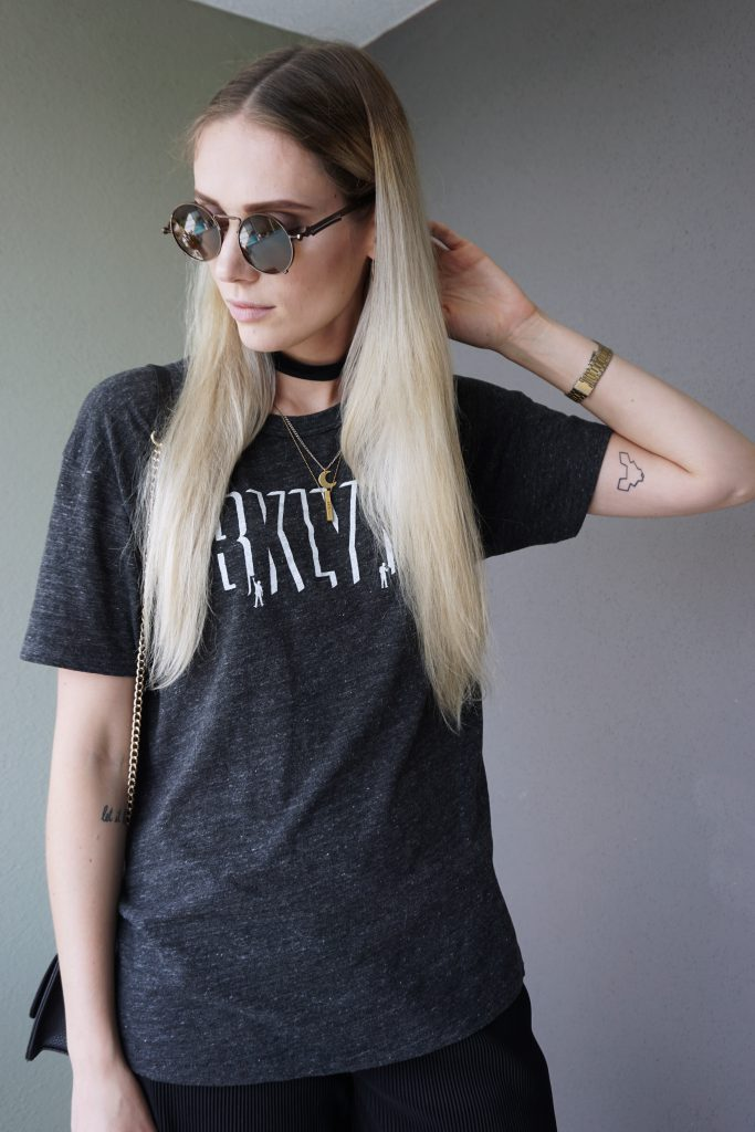 how-to-style-culottes-loseshirt-weites-shirt-accessories-choker-chockernecklace-rings-ringe-ketten-necklaces-sonnenbrille-sunnglasses-tattoo-tattoos